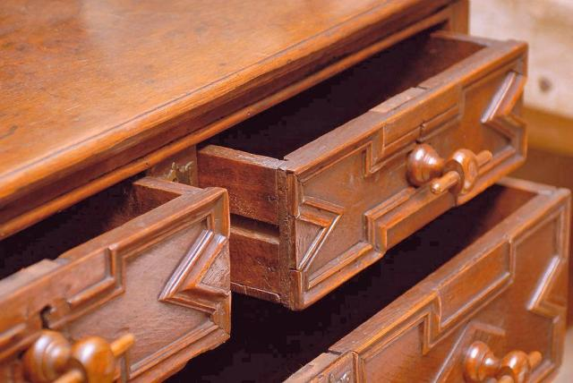 drawers__Charles_II_oak_COD_1680_01a