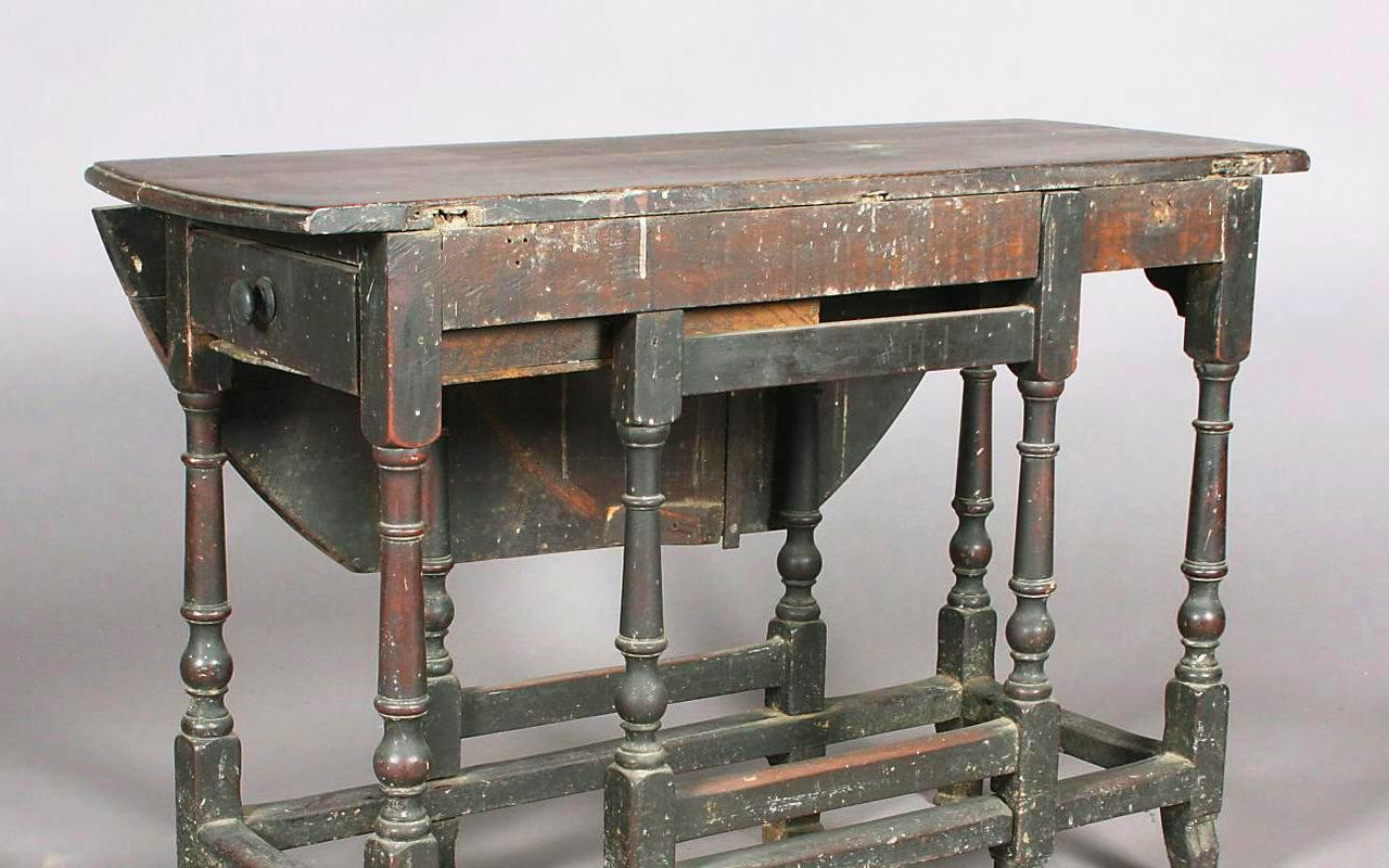Great 18C_mahogany_gateleg_table_01a
