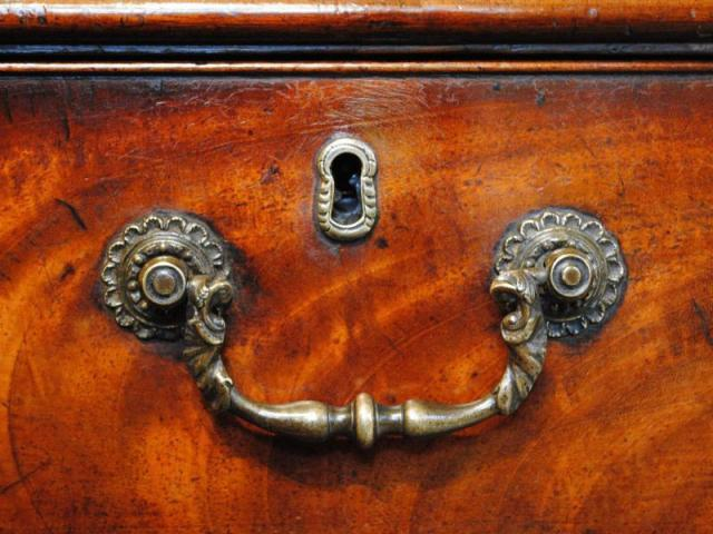 Chippendale_bail_handle_c1765_01a