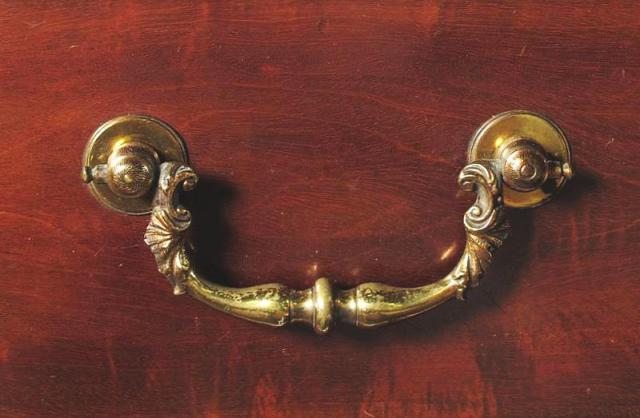 Chippendale_bail_handle_c1770_01a