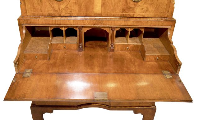 Geo_II_walnut_secretaire-chest_c1735_01c